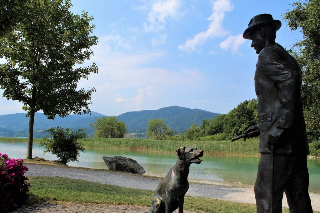dog-statue-bavaria